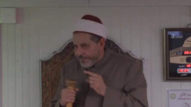 توضیح تصویر: امام محمد تتایی در مسجد اعظم تولوز فرانسه، حین موعظه، ۱۵ دسامبر ۲۰۱۷.  (Screen capture: YouTube)