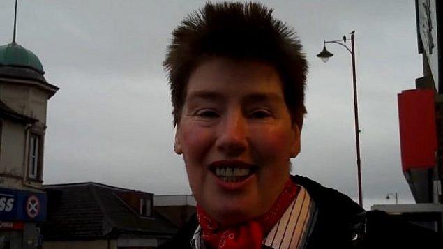 توضیح تصویر: مری بین لاکهارت، عضو  شورای شهر اسکاتلند در 2010. (Screen capture: YouTube)