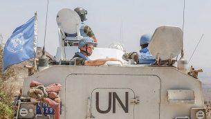 توضیح تصویر: اعضای نیروهای ناظر بر متارکه جنگی سازمان ملل در 30 اوت 2014 از گذرگاه قنطریه، مابین اسرائیل و سوریه، وارد سوریه شدند. (Flash90)