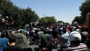 اعتراضات در ایران ادامه دارد