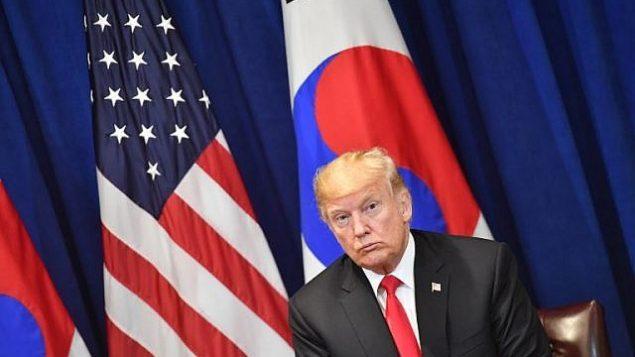 تصویر: دونالد ترامپ رئیس جمهور ایالات متحده در جلسه مشترک با مون جی-این رئیس جمهور کره جنوبی در نیویورک، ۲۴ سپتامبر ۲۰۱۸، یک روز پیش از شروع مناظرات هفتاد و سومین دوره مجمع عمومی.  (AFP PHOTO / Nicholas Kamm)