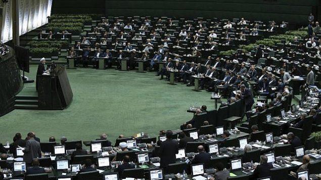 تصویر:  عکس تزئینی از نشستی در مجلس ایران در تهران، ایران، ۲۸ اوت ۲۰۱۸. (Vahid Salemi/AP)
