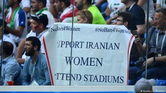 پلاکاردی در یک مسابقه جهانی جهت دفاع از زنان ایران