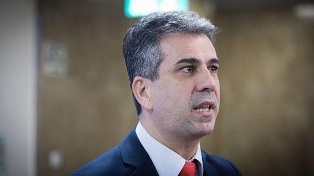 تصویر: الی کوهن برای شرکت در جلسه هفتگی کابینه در دفتر نخست وزیر در اورشلیم وارد می شود، ۱۷ دسامبر ۲۰۱۷. (Yonatan Sindel/Flash90)