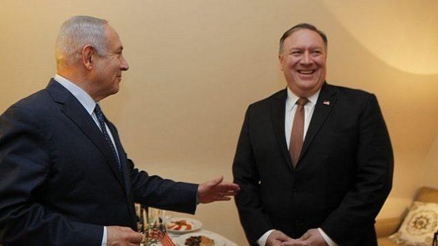 تصویر: بنیامین نتانیاهو نخست وزیر، راست، در کنفرانس مشترک مطبوعاتی با مایک پمپئو وزیر خارجه ایالات متحده در وزارت دفاع تل آویو، ۲۹ آوریل ۲۰۱۸. (Yariv Katz/Pool/Flash90)