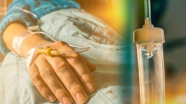 عکس تزئینی از بیمار سرطانی و قطره پرفیوژن. (CIPhotos, iStock by Getty Images)