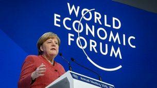 آنگلا مرکل صدراعظم آلمان حین سخنرانی در نشست سالانه انجمن اقتصاد جهانی در ۲۳ ژانویه ۲۰۱۹، دائوس، شرق سوئیس. (Fabrice COFFRINI / AFP)