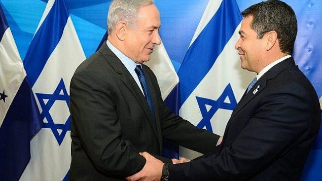 تصویر: بنیامین نتانیاهو، چپ، در ملاقات با خوآن اورلاندو هرناندز در اورشلیم، ۲۹ اکتبر ۲۰۱۵.  (Kobi Gideon / GPO)