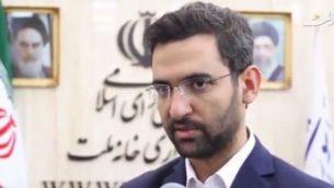 تصویر: محمد جواد آذری جهرمی وزیر ارتباطات ایران حین گفتگو در مصاحبه تلویزیونی، ۱۳ اوت ۲۰۱۷.  (screen capture: YouTube)