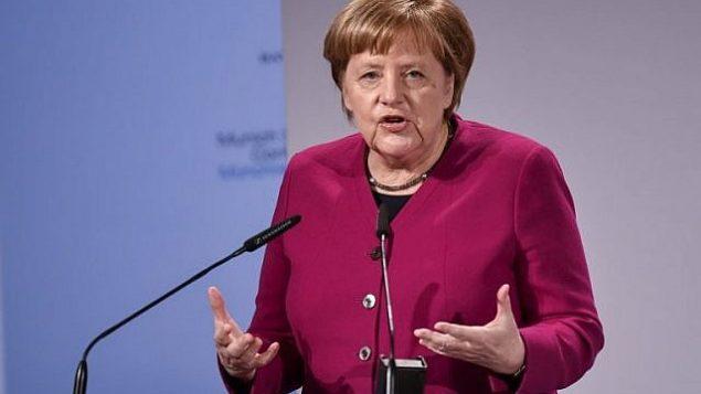تصویر: آنگلا مرکل صدراعظم آلمان در سخنرانی خود در پنجاه و پنجمین کنفرانس امنیت مونیخ، مونیخ، آلمان، ۱۶ فوریه ۲۰۱۹. (Thomas Kienzle/AFP)