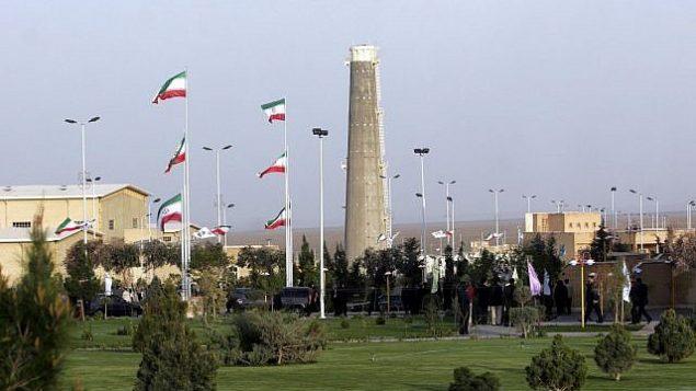 تصویر: تاسیسات غنی سازی هسته ای ایران در نطنز، ۳۰۰ کیلومتر جنوب پایتخت تهران، ایران، ۹ آوریل ۲۰۰۷.  (Hasan Sarbakhshian/AP)