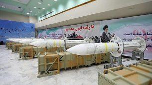تزئینی: موشک دفاع هوایی صیاد ۳ ، بنا به اطلاعات رسمی منتشره، هنگام گشایش خط تولید آن در محلی نامعلوم در ایران، ۲۲ ژوئن ۲۰۱۷. (Official website of the Iranian Defense Ministry via AP)