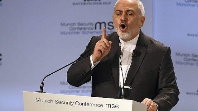 تصویر: محمدجواد ظریف وزیر خارجه ایران حین سخنرانی در کنفرانس امنیت مونیخ، مونیخ، آلمان، ۱۷ فوریه ۲۰۱۹. (AP Photo/Kerstin Joensson)