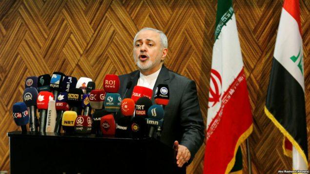 محمد جواد ظریف، وزیر خارجه ایران روز یکشنبه ۲۱ بهمن، در فرودگاه بیروت