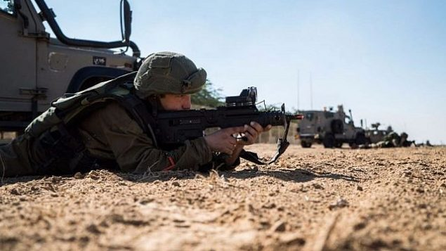 تصویر: نیروهای دفاعی در نزدیکی نوار غزه حین تمرینات آموزشی، ۶ دسامبر ۲۰۱۶. (IDF Spokesperson's Unit)