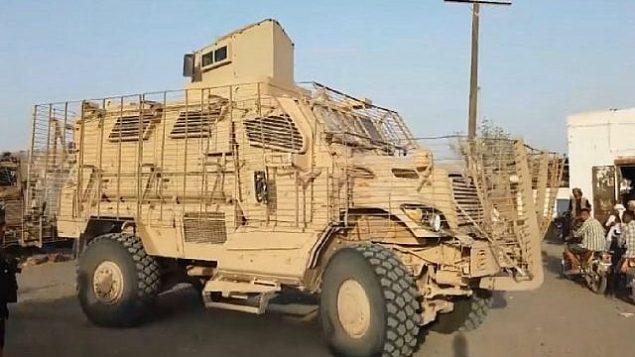 تصویر: یک ام آر آ پی ساخت ایالات متحده، یا خودرو زرهی کمین و مین-مقاوم، در یمن در دست گروه بنیانگرای سلفی تحت حمایت عربستان سعودی و امارات متحد عربی. (CNN screen capture)