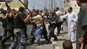 صحنه ای از سرکوب مردم غزه توسط حماس