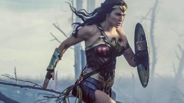 تصویر: گال گادوت در صحنه ای از «زن شگفت انگیز». (Clay Enos/Warner Bros. Entertainment via AP)