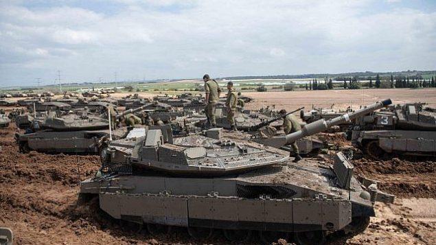 تصویر: سربازان اسرائیلی، ۲۶ ماس ۲۰۱۹، در نزدیکی مرز غزه موضع می گیرند.  (Israel Defense Forces)
