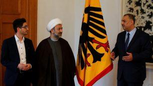 «محمود خلیلزاده» (وسط) از اعضای هیئت مدیره فدراسیون جمعیتهای شیعه آلمان است که به ضد یهودی بودن، شهرت دارد