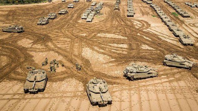 تانک های نیروی دفاعی در نزدیکی مرز غزه، ۲۷ مارس ۲۰۱۹. (Dudi Modan/Flash90)