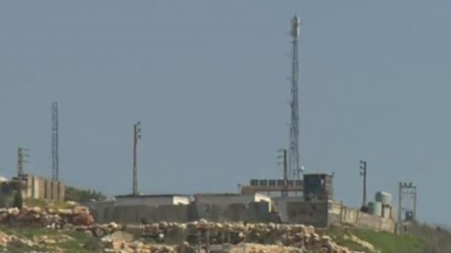 آنتنی که در ۲۰۱۹ از سوی گروه تروریستی حزب الله در جنوب لبنان نصب شده است.  (Screenshot: Channel 12)
