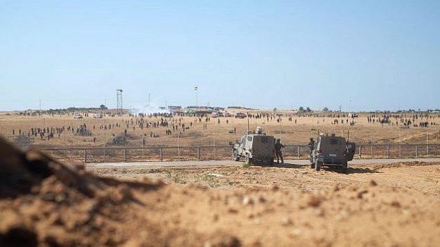 تصویر: سربازهای اسرائیلی در امتداد مرز غزه، شرق شهر رفح در جنوب نوار، تظاهرات روز نکبت، ۱۵ مه ۲۰۱۹.  (Judah Ari Gross/Times of Israel)