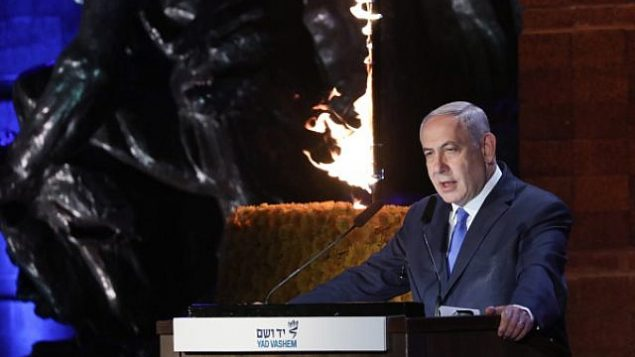 همراه با برگزاری مراسم سالانه یادبود هولوکاست در اسرائیل، بنیامین نتانیاهو نخست وزیر حین سخنرانی در مراسمی که در موزه یادبود هولوکاست، یاد واشم، در اورشلیم برگزار شد، ۱ مه ۲۰۱۹.  (Noam Rivkin Fenton/Flash90)