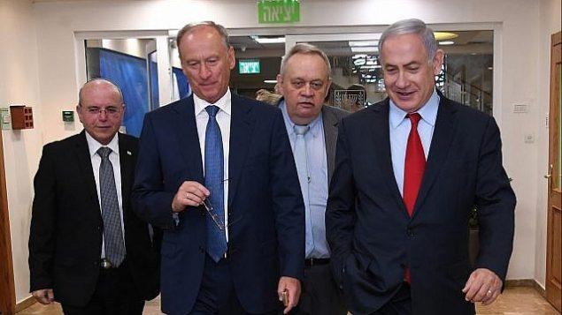 تصویر: بنیامین نتانیاهو نخست وزیر، راست، در ملاقات با نیکولای پتروشف مشاور امنیت ملی روسیه، دوم از چپ، در اورشلیم، ۲۴ ژوئن ۲۰۱۹. مئر بن-شبات مشاور امنیت ملی اسرائیل در سمت چپ قرار دارد.  (Haim Tzach/GPO)