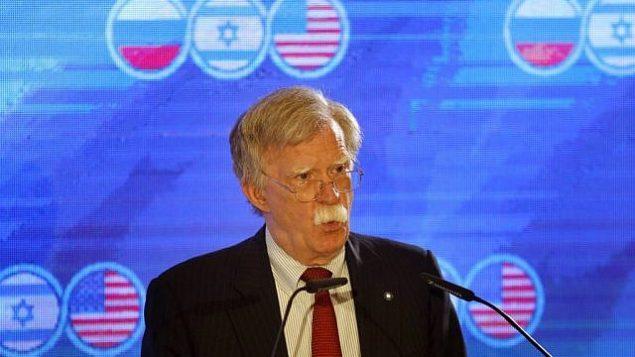 تصویر: جان بولتون مشاور امنیت ملی ایالات متحده در حین گفتگو در نشست سه جانبه مشاوران امنیت ملی ایالات متحده، اسرائیل و روسیه در اورشلیم، ۲۵ ژوئن ۲۰۱۹. (Menahem Kahana/AFP)