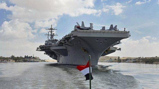 تصویر: ناوگروه هواپیمابر یو اس اس آبراهام لینکلن در آبهای کانال سوئز نزدیک اسمائیلیه به سمت جنوب، خلیج فارس، شناور است، ۹ مه ۲۰۱۹. (Suez Canal Authority via AP)