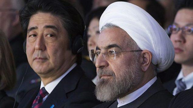 تصویر: حسن روحانی رئیس جمهور ایران، راست، شینزو آبه نخست وزیر ژاپن، در کنفرانس مشترک مطبوعاتی، کاخ سعادت آباد در تهران، پایتخت ایران، ۱۲ ژوئن ۲۰۱۹. (AFP)