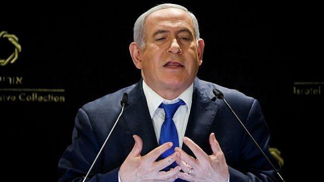 تصویر: بنیامین نتانیاهو نخست وزیر حین ایراد بیانیه خطاب به رسانه ها در «هتل اورینت» اورشلیم، ۳۰ مه ۲۰۱۹. (Noam Revkin Fenton/Flash90)