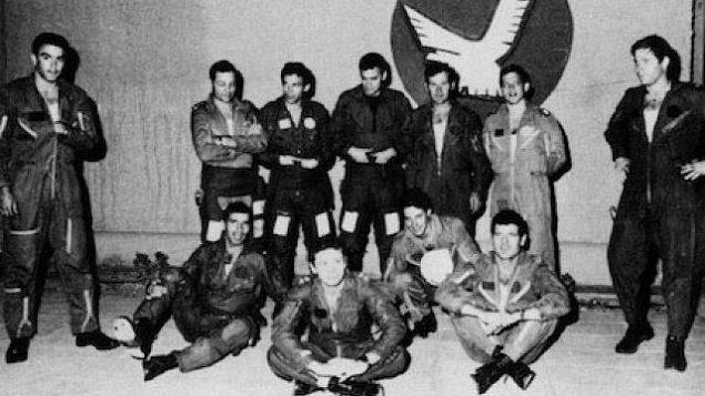 تصویر: نتز ۲۴۳ اف- ۱۶آ متعلق به نیروی هوایی اسرائیل که در عملیات اپرا، ۱۹۸۱،  از سوی سرهنگ «ایلان رامون» به پرواز درآمده و رآکتور هسته ای «صدام حسین» در «اوسیراک» را نابود کرد. (KGyST/Wikipedia)