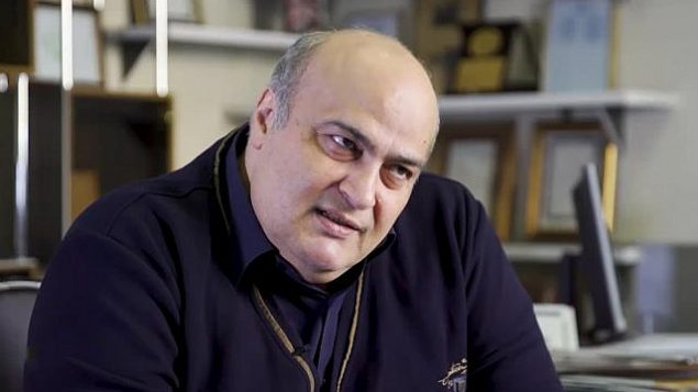 تصویر: سیامک مره صدق، نماینده یهودی مجلس ایران و نماینده انجمن یهودیان ایران. (YouTube screenshot)