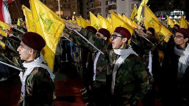 اعضای حزب الله در یک رژه