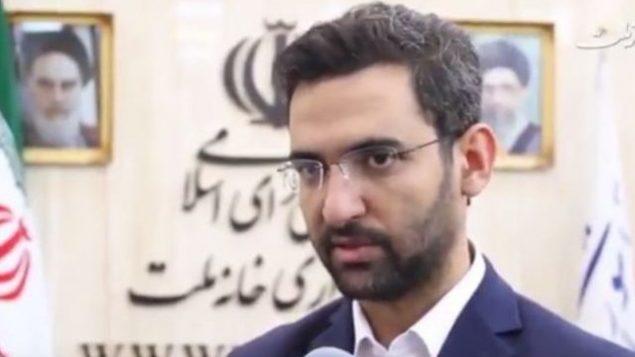 تصویر: محمدجواد آذری جهرمی، وزیر ارتباطات ایران حین گفتگو در یک مصاحبه تلویزیونی، ۱۳ اوت ۲۰۱۷.  (screen capture: YouTube)