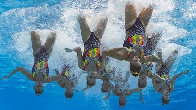 تصویر: تیم اسرائیل در مسابقات هنری فنی شنای مسابقات جهانی ۲۰۱۹ در ژیمناسیوم «یئومجو» در «گوانجیو»، ۱۴ ژوئیه ۲۰۱۹. (Photo by François-Xavier MARIT / AFP)