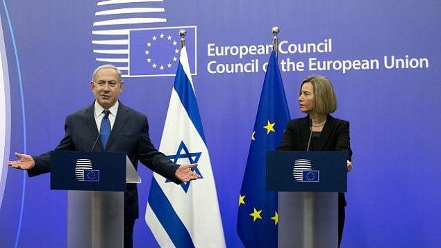 تصویر: فدریکا موگرینی، نماینده ارشد اتحادیه اروپا، راست، و بنیامین نتانیاهو نخست وزیر حین سخنرانی در کنفرانس شورای اتحادیه اروپا در بروکسل، دوشنبه، ۱۱ دسامبر ۲۰۱۷. (AP Photo/Virginia Mayo)