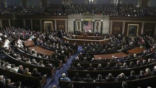 تصویب: دونالد ترامپ رئیس جمهور ایالات متحده حین سخنرانی سالانه «اتحاد» در جلسه مشترک کنگره، کاپیتال هیل، واشنگتن، سه شنبه، ۵ فوریه ۲۰۱۹. (AP Photo/Andrew Harnik)