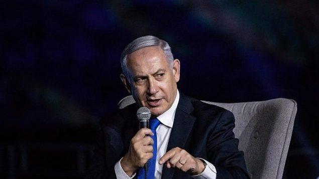 تصویر: بنیامین نتانیاهو نخست وزیر حین گفتگو در کنفرانسی به میزبانی روزنامه «اسرائیل حیوم» در شهر قدیم اورشلیم، ۲۷ ژوئن ۲۰۱۹.