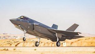 تصویر: یک جت جنگنده اف۳۵ از ایالات متحده در «پایگاه هوایی نواتیم» در جنوب اسرائیل در ۱۴ ژوئیه ۲۰۱۹ به زمین نشست. (Israel Defense Forces)