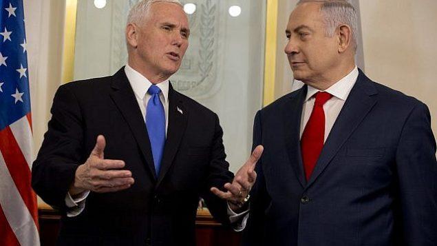 تصویر: «مایک پنس» معاون ریاست جمهوری ایالات متحده در ملاقات با بنیامین نتانیاهو نخست وزیر در اورشلیم، دوشنبه، ۲۲ ژانویه ۲۰۱۸. (AP Photo/Ariel Schalit, Pool)