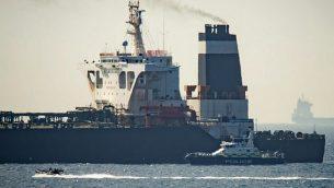 تصویر: نفتکش عظیم گریس ۱ در قلمرو بریتانیا در جبل الطارق، ۴ ژوئیه ۲۰۱۹. (AP Photo/Marcos Moreno)