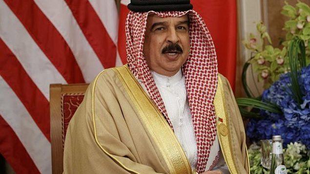تصویر: سلطان حماد بن عیسی آل خلیفه، پادشاه بحرین حین گفتگو در ملاقات با دونالد ترامپ رئیس جمهور ایالات متحده، ۲۱ مه ۲۰۱۷، ریاض. (AP Photo/ Evan Vucci)