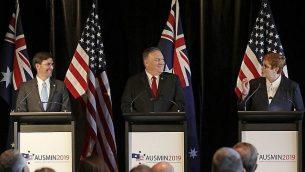 تصویر: «مارک اسپر» و وزیر دفاع ایالات متحده، چپ، و «مایک پمپئو» وزیر خارجه ایالات متحه، دومی از چپ، و «ماریسه پین» وزیر خارجه استرالیا در کنفرانس مطبوعاتی به دنبال مذاکرات دوجانبه در سیدنی، استرالیا، ۴ اوت ۲۰۱۹. (AP Photo/Rick Rycroft)