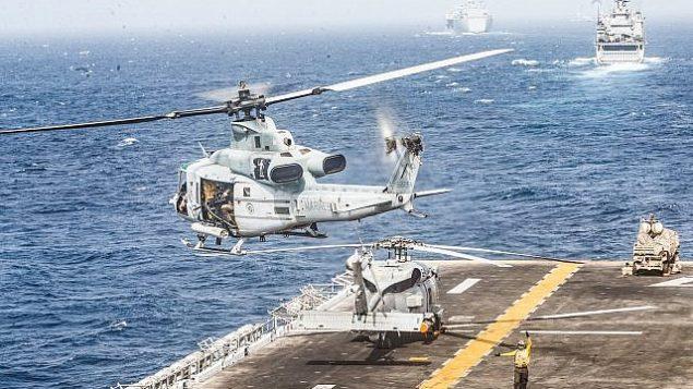 تصویر تزئینی: یک «هلیکوپتر یواچ-۱وای ونوم» از عرشه ناو جنگی آبی خاکی یو.اس.اس. بوکسر در تنگه هرمز به هوا برمیخزد، ۱۸ ژوئیه ۲۰۱۹. (US Marine Corps photo by Lance Cpl. Dalton Swanbeck/Released)