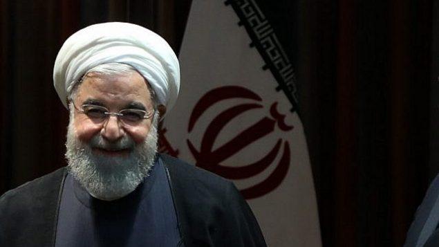 تصویر: حسن روحانی رئیس جمهور ایران منتظر شروع ملاقات دوجانبه با امانوئل مکرون رئیس جمهور فرانسه در حاشیه مجمع عمومی سازمان ملل متحده در مقر سازمان، ۲۴ سپتامبر ۲۰۱۹، نیویورک. (Ludovic MARIN / AFP)