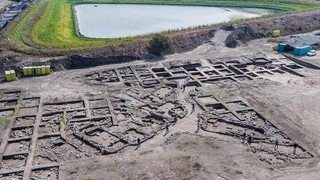 تصاویر هوایی از محل حفاری از دوره های اولیه عصر مفرغ در نزدیکی «هاریش» مدرن.  (Assaf Peretz, Israel Antiquities Authority)