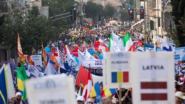 تصویر: هزاران اسرائیلی و مسیحی انجیلی در رژه سوکوت اسرائيل در پایتخت شرکت جستند، ۱۷ اکتبر ۲۰۱۹.  (Yonatan Sindel/Flash90)